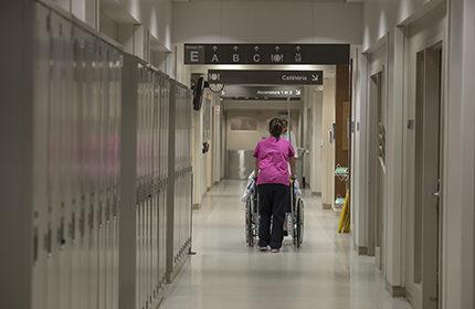 Les préposé-es aux bénéficiaires peuvent décharger les infirmières